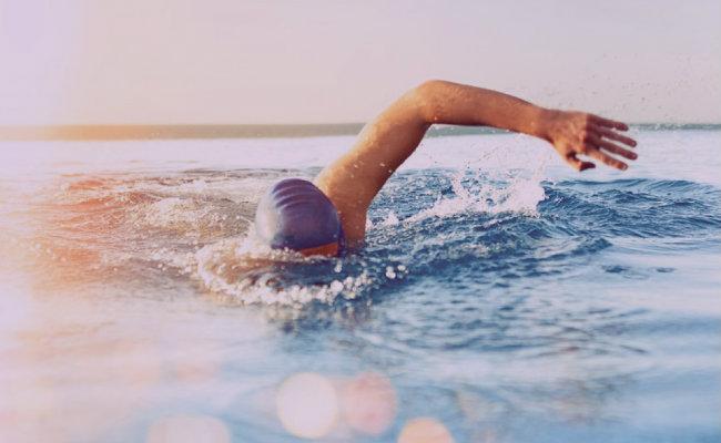 soñar con nadar