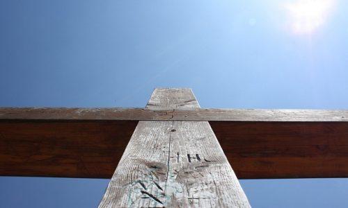 Soñar con crucifijo