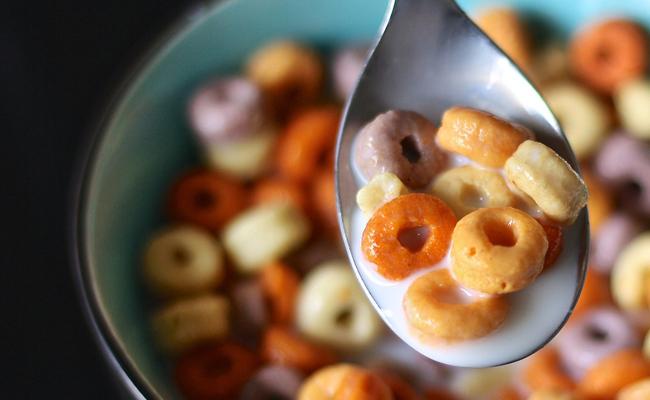 soñar con desayuno